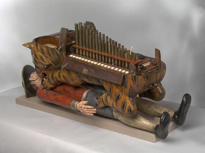 Орган на механической игрушке.