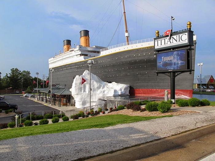 Здание музея в виде легендарного лайнера