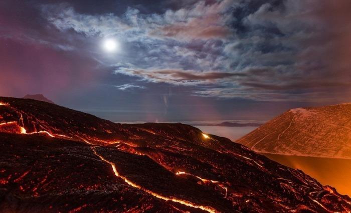 Захватывающие фотографии извержения вулкана Толбачик