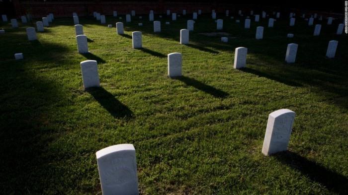 Первоначальный вид кладбища восстановлен.