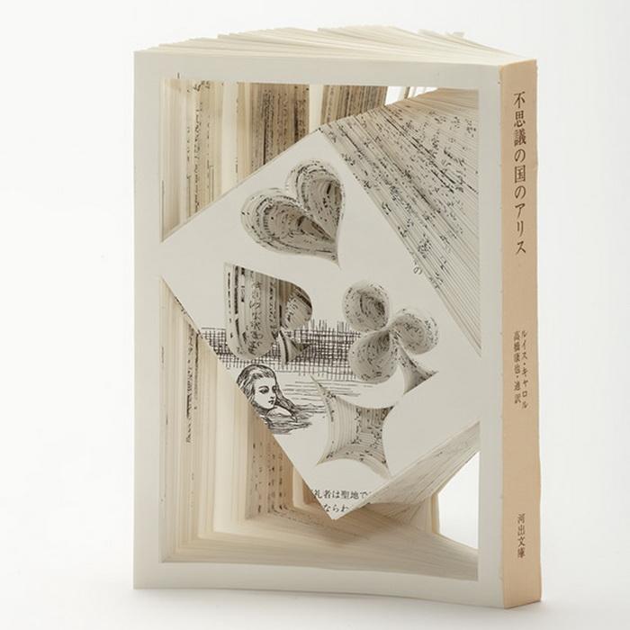 Скульптура по мотивам *Алисы в Стране Чудес* Льюиса Кэрроллп