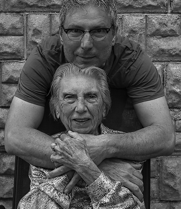 Тони Лучиани (Tony Luciani) с матерью