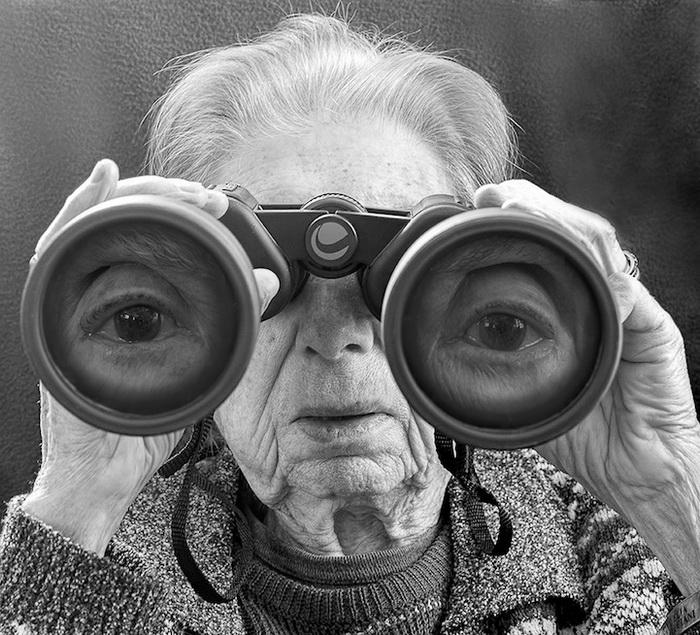 Фотограф Тони Лучиани сделал 91-летнюю мать героиней фотоцикла.
