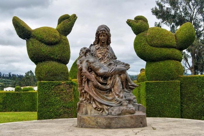 Образцы ландшафтного дизайна на кладбище в Тулькане (Эквадор)