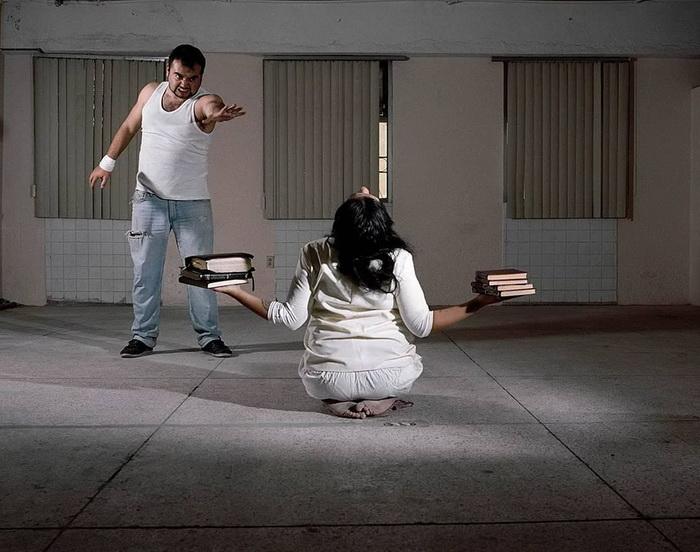 В клинике практикуются физические наказания.
