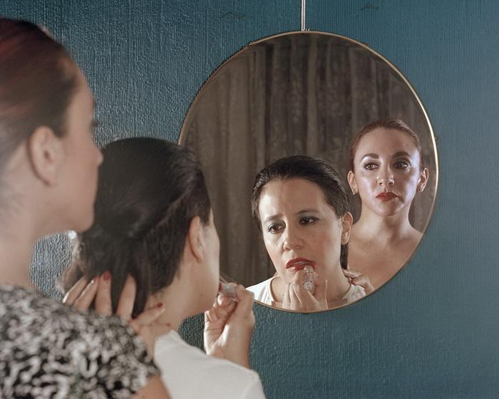 Принудительный макияж.