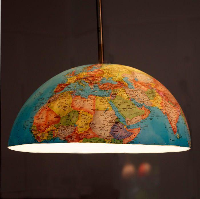 Люстра с картой мира