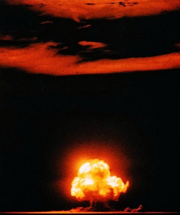 Цветная фотография первого ядерного взрыва