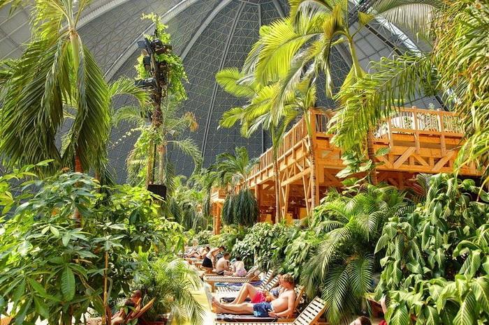 Парк развлечений Tropical Islands напоминает настоящие джунгли