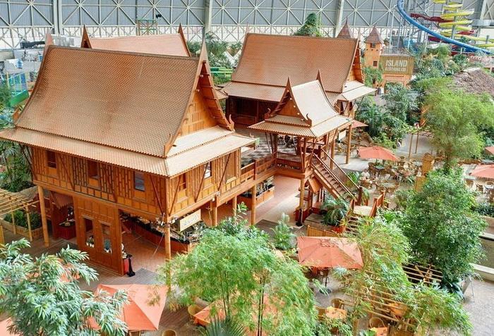 Тропическая деревня в парке развлечений Tropical Islands