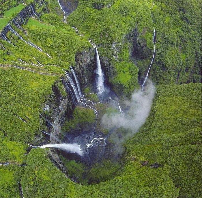 Уникальная природа каньона Тру де Фер