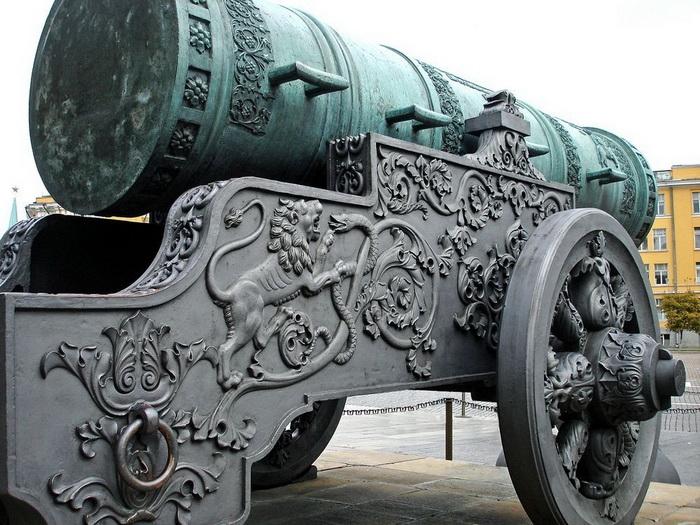 Царь-пушка - крупнейшее в мире артиллерийское орудие