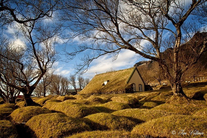 Церковь-землянка в деревне Хоф (Исландия)