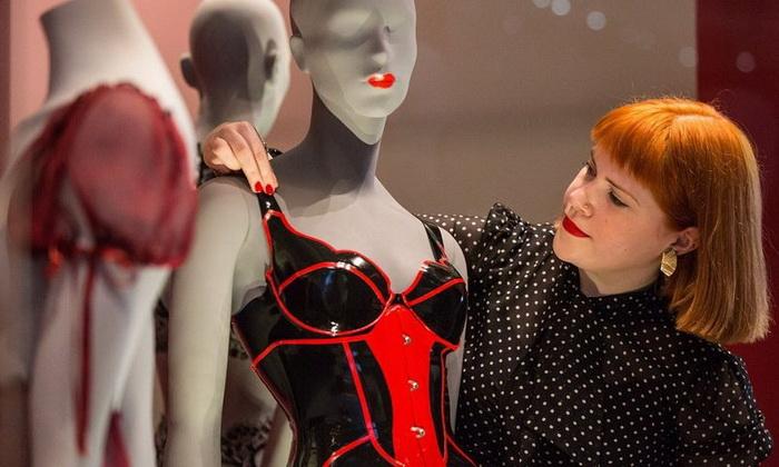 Выставка нижнего белья в музее Виктории и Альберта (Лондон)