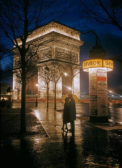 Влюбленные у Триумфальной арки
