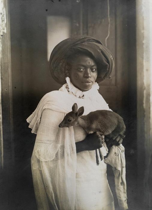 Девушка с олененком