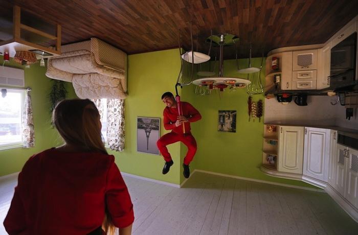 Дом-перевертыш - оригинальный аттракцион в Москве