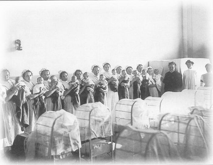 Грудное отделение Императорского воспитательного дома. Санкт-Петербург. 1913. Фотоателье К. К. Буллы. Фото: ru.wikipedia.org
