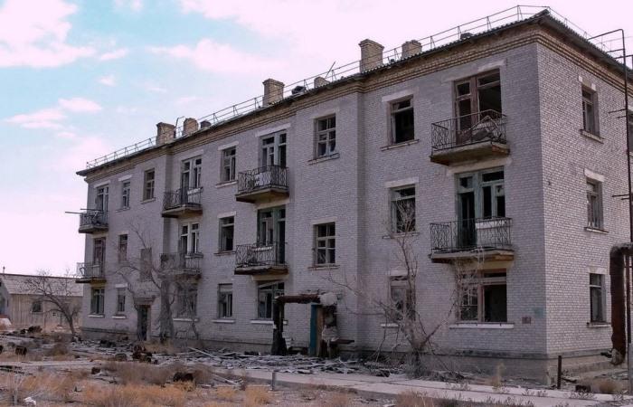 Разрушенный дом в Аральске-7.