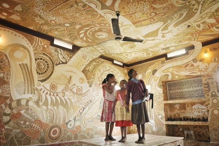 Роспись стен грязевым раствором