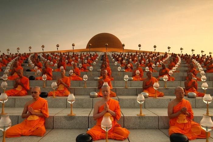 Wat Phra Dhammakaya - самый большой буддийский храм в Таиланде