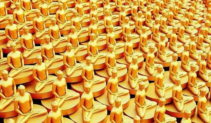 Миллион золотых статуэток украшают купол храма