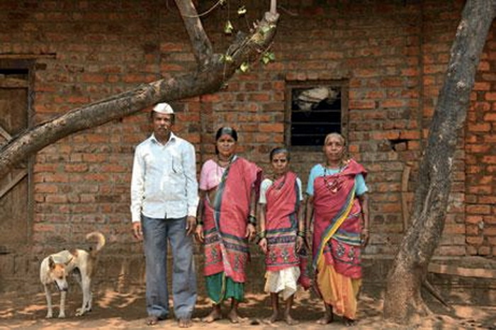 Местный мужчина с тремя женами