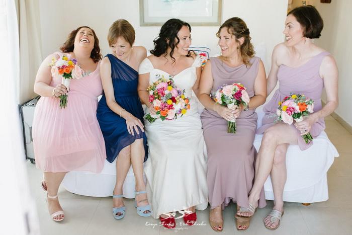 Невеста Кара и ее подруги.