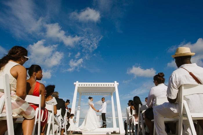 Воздушная свадьба на террасе.