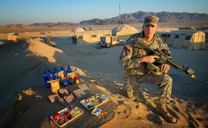 Curtis - солдат американской армии на тренировочной базе в пустыне Мохаве (Калифорния). Суточное потребление - 4000 ккал