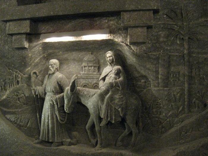 Дева Мария с младенцем на руках. Соляная шахта Величка (Польша)