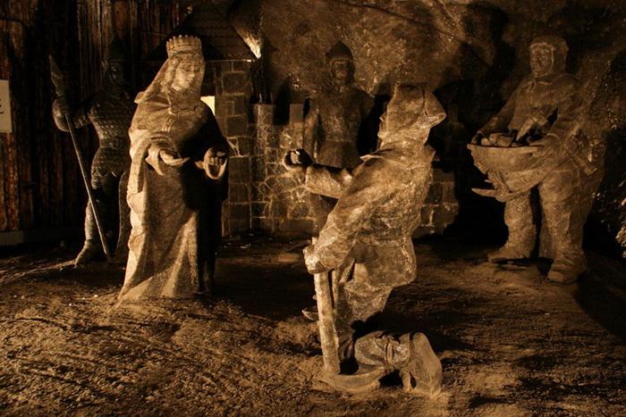 Скульптуры в соляной шахте Величка (Польша)