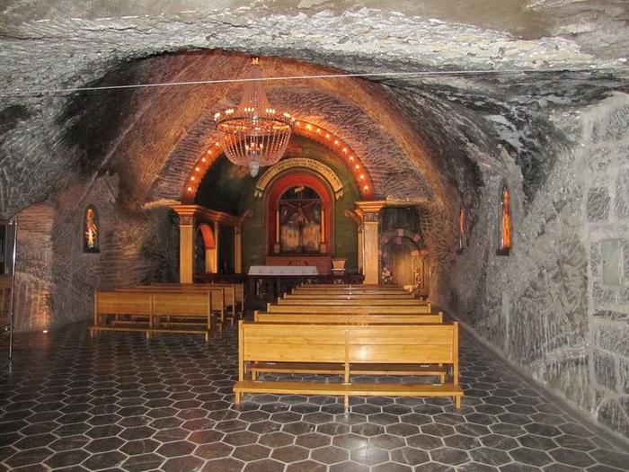 Действующая часовня Святой Кинги в соляной шахте Величка (Польша)