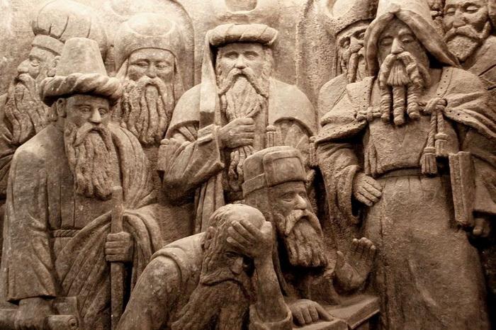 Барельефы на стенах соляной шахты Величка (Польша)