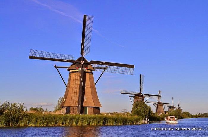 Старинные ветряные мельницы в деревне Киндердейк (Нидерланды)