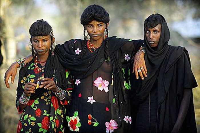 Женщины племени Wodaabe признаны одними из самых красивых в Африке