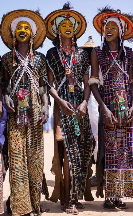 Впечатляющие наряды с яркими аксессуарами