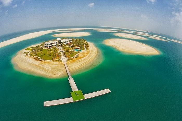 *Мир* - крупнейший на планете искусственный архипелаг (Дубай)