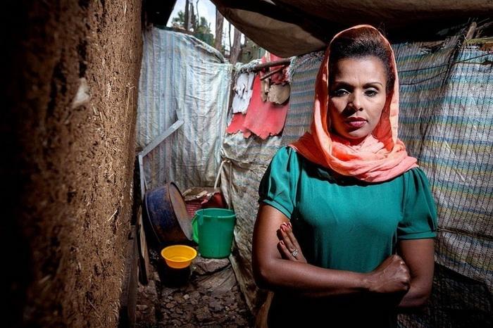 Meseret из Адис-Абебы (Эфиопия), менеджер ресторана, вечером вынуждена выходить по нужде на задний двор дома, поскольку общественный туалет находится очень далеко