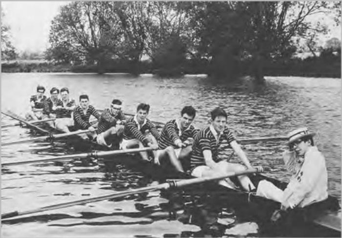 Стивен Хокинг во время университетского заплыва. 1964 год.
