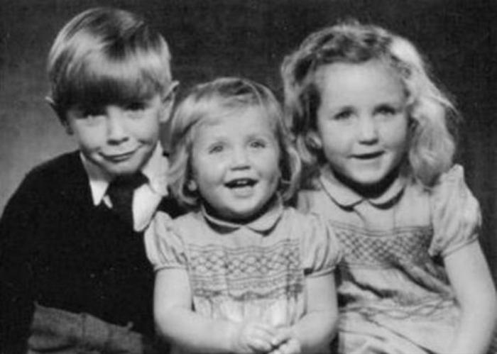 Детские фотографии Стивена Хокинга.
