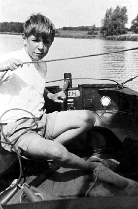 Стивен Хокинг на рыбалке.