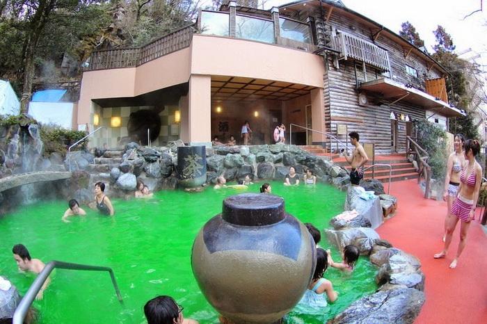 Бассейн с зеленым чаем, температура воды 42градуса