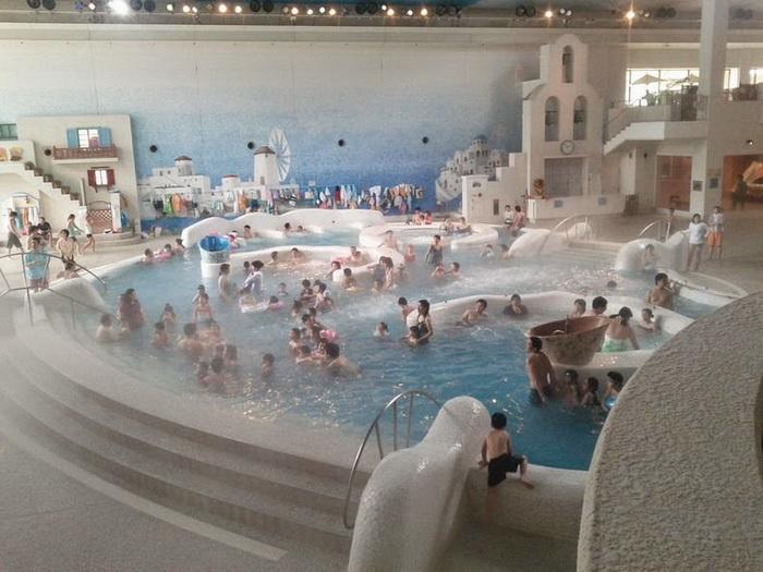 Центральный бассейн Yunessun Spa Resort