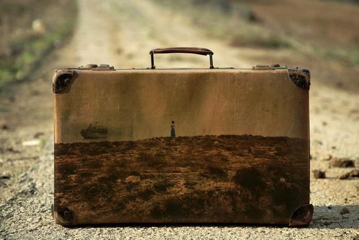 Memory Suitcases - ностальгическая серия картин на чемоданах