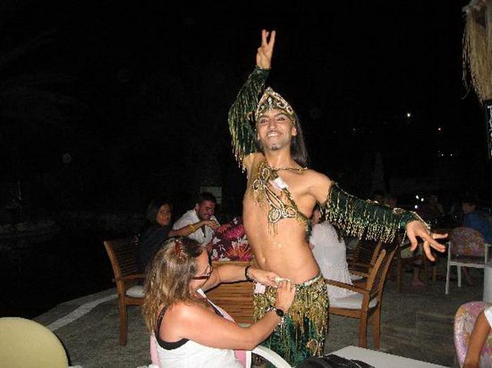Мужские танцы пользуются большой популярностью у женщин