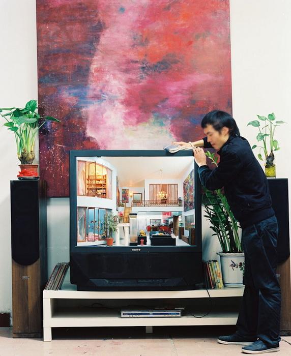 Дом мечты внутри старого телевизора. Работа Zhang Xiangxi