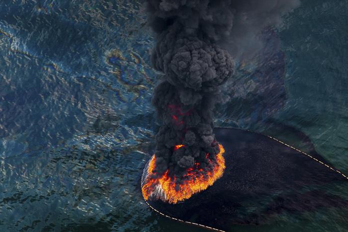 Горящее пятно нефти. Фото из серии *Spill*, одержавшей победу на многих фото-конкурсах