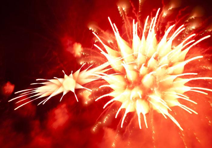 *Огненные цветы* из фейерверков на фотографиях Дэвида Джонсона