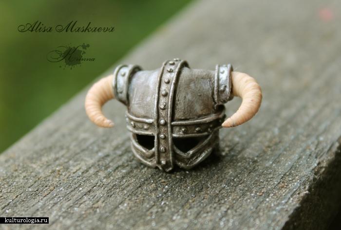 Миниатюрный шлем Довакина, вид спереди